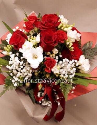 Mandare Fiori A Distanza.Bouquet Di Rose Fiori A Vicenza Acquista Fiori Online A Vicenza